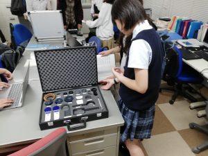 様々な単眼鏡やルーペをはじめとする支援機器の体験学習