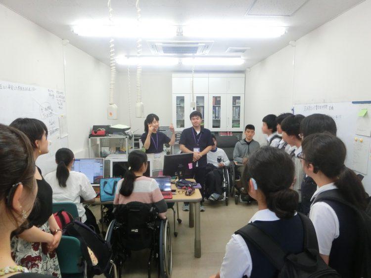 運動障害学生支援・準備室見学の様子